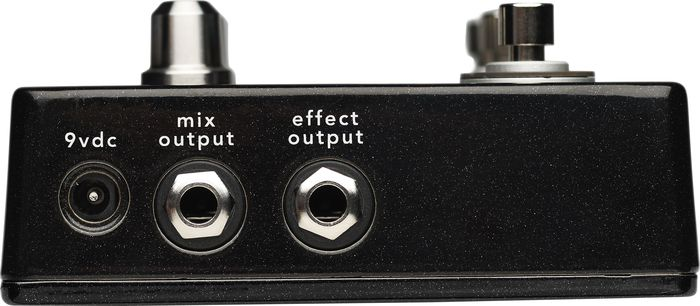Fishman Fission Bass Effects Pedal Output Jacks