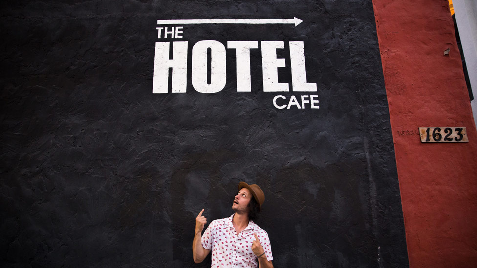 Jamie Kent hanging outside of Hotel Cafe in Hollywood